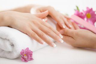 zabiegi manicure i pedicure wykonywane są w salonie kosmetycznym Avanti w Żywcu